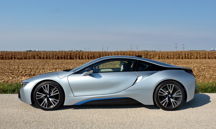 BMW i8 Photos: BMW i8 side view