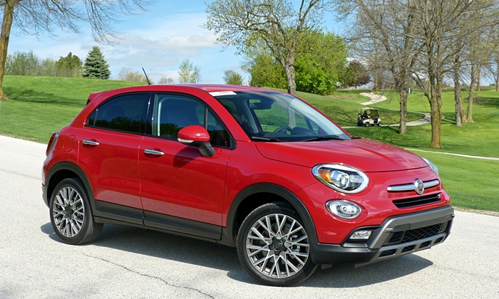 Chevrolet Trax Photos: FIAT 500X front quarter view