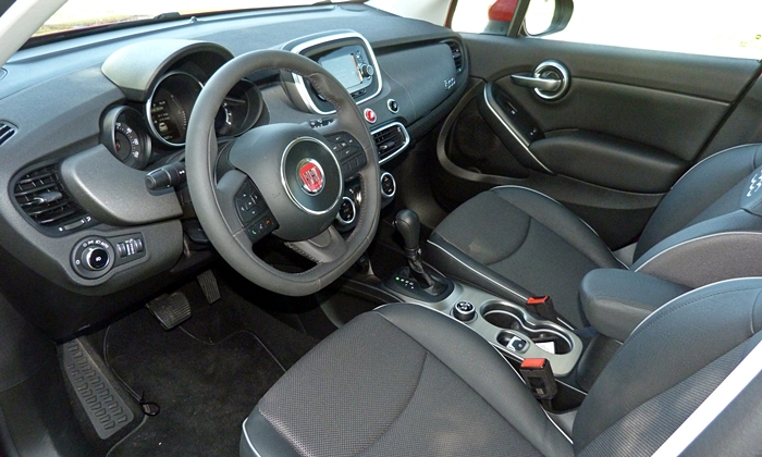 Chevrolet Trax Photos: FIAT 500X interior