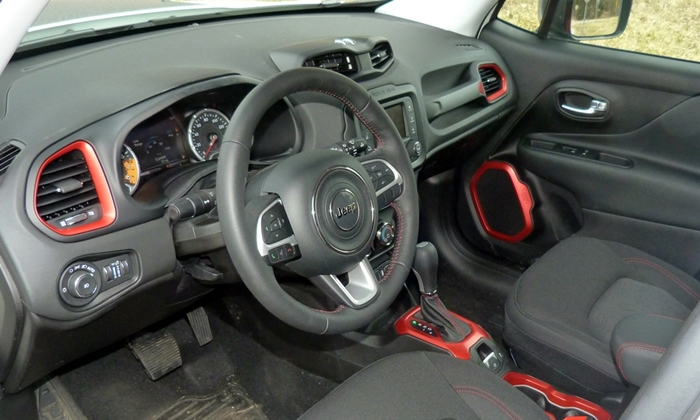 Chevrolet Trax Photos: Jeep Renegade interior