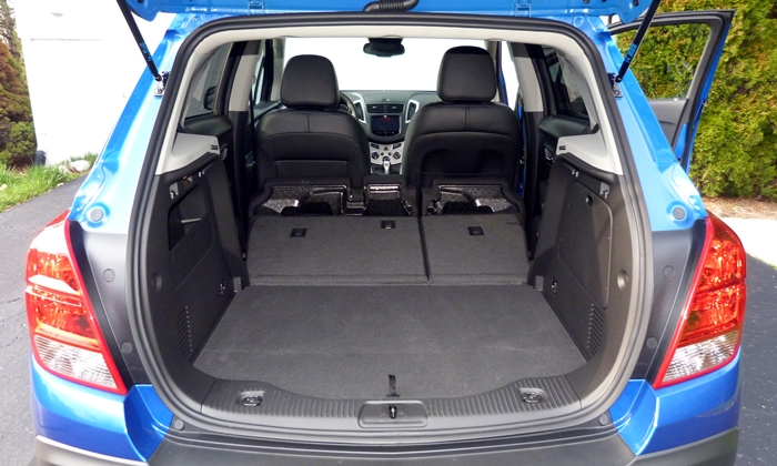 Chevrolet Trax Photos: Chevrolet Trax cargo area, seat folded