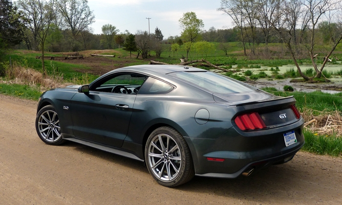 Ford Mustang Photos: 2015 Ford Mustang GT rear quarter view