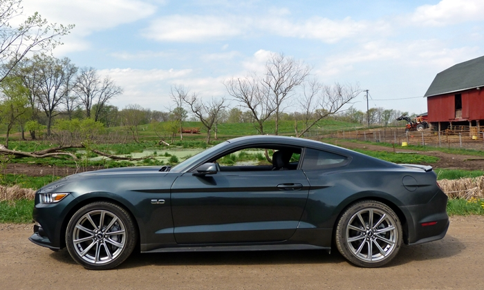 Ford Mustang Photos: 2015 Ford Mustang GT side view