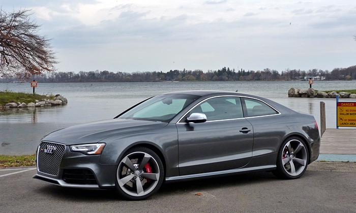Ford Mustang Photos: 2015 Audi RS 5 front quarter view