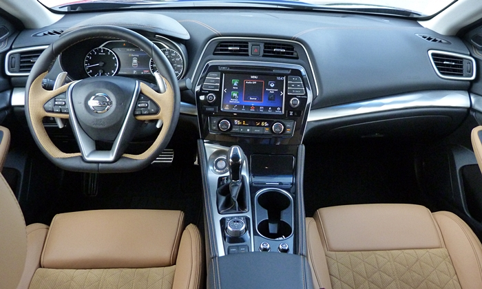 Nissan Maxima Photos: 2016 Nissan Maxima SR instrument panel full