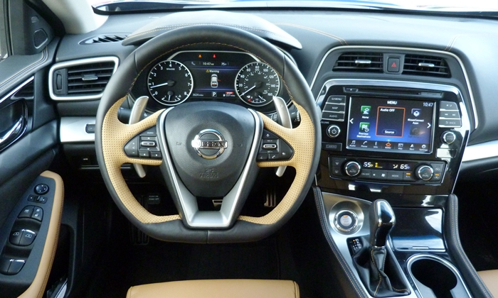 Nissan Maxima Photos: 2016 Nissan Maxima SR instrument panel