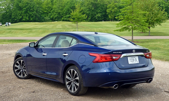 Nissan Maxima Photos: 2016 Nissan Maxima SR rear quarter view
