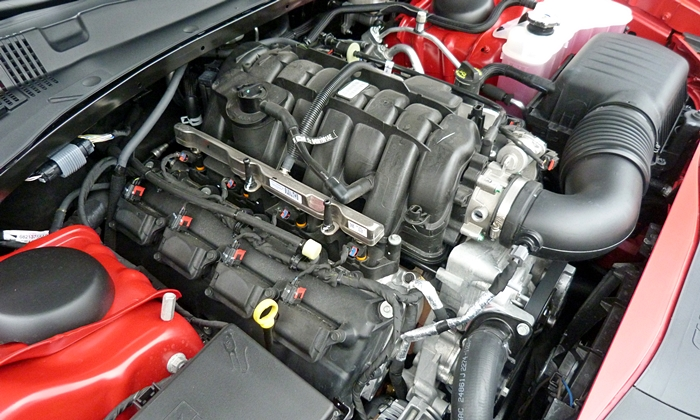 Dodge Charger Photos: Dodge Charger R/T V8 engine uncovered