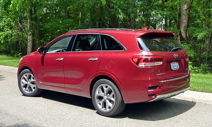 Sorento Reviews: 2016 Kia Sorento SX rear quarter view