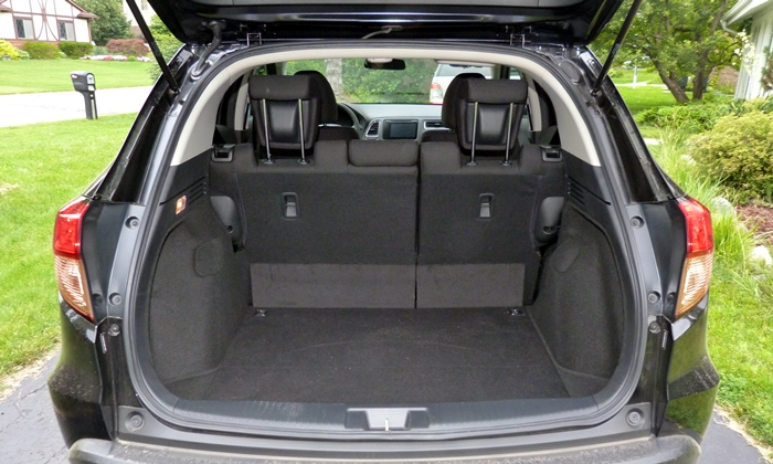 Honda HR-V Photos: Honda HR-V cargo area