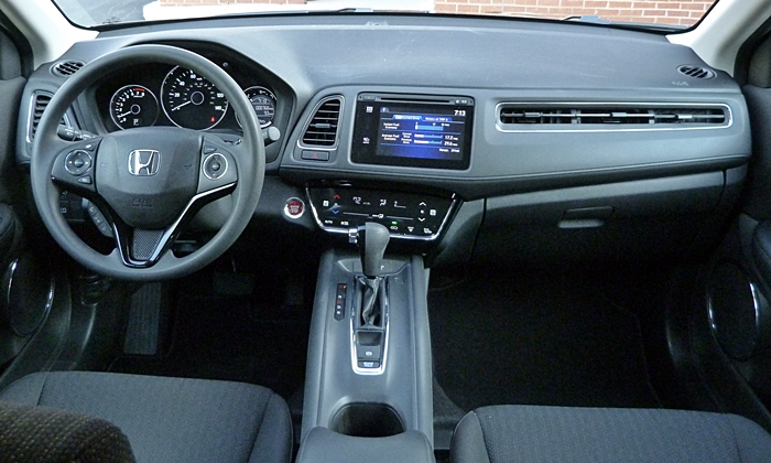 HR-V Reviews: Honda HR-V instrument panel full width
