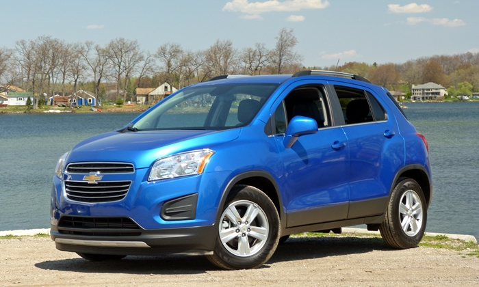 Honda HR-V Photos: Chevrolet Trax front quarter view