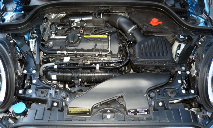 Mini Hardtop Photos: Mini Hardtop 4 Door engine uncovered