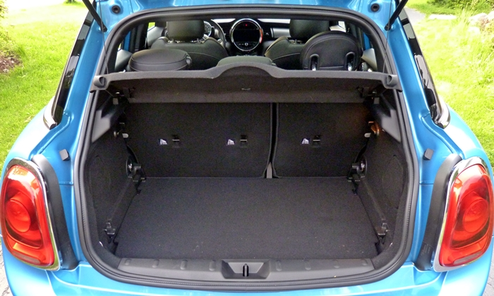 Mini Hardtop Photos: Mini Hardtop 4 Door cargo area