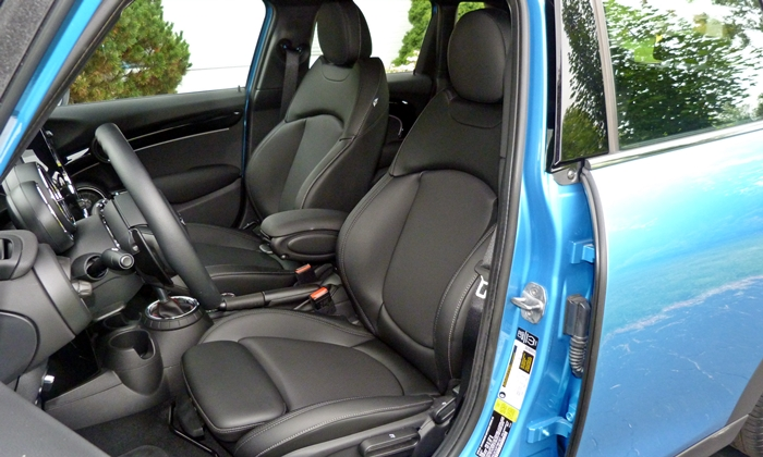 Mini Hardtop Photos: Mini Hardtop 4 Door driver seat