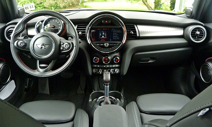 Mini Hardtop Photos: Mini Hardtop 4 Door instrument panel full width