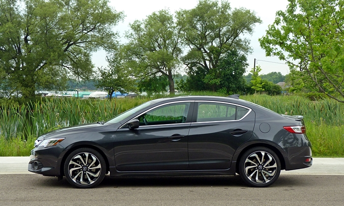 Acura ILX Photos: Acura ILX side view