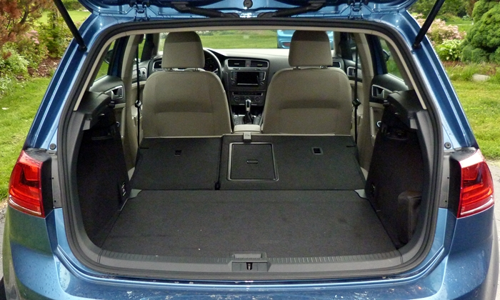 Golf / GTI Reviews: Volkswagen e-Golf cargo area seats folded