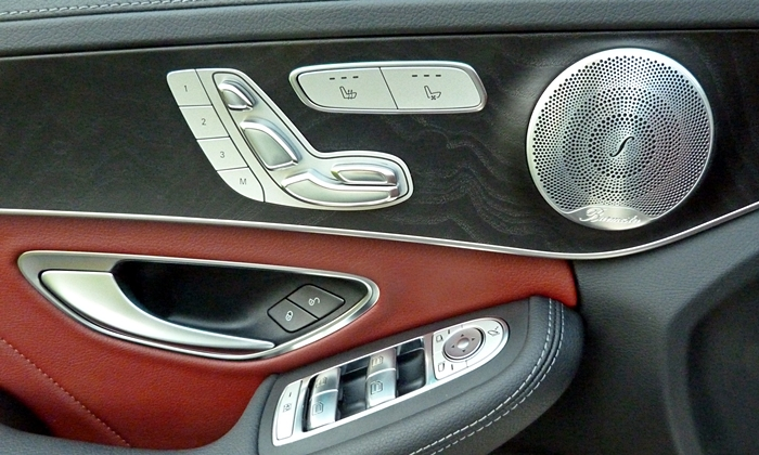 Mercedes-Benz C-Class Photos: Mercedes-Benz C-Class door panel detail