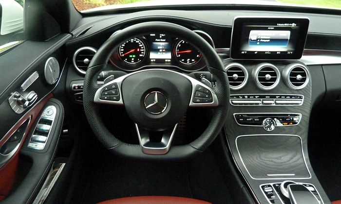 Mercedes-Benz C-Class Photos: Mercedes-Benz C-Class instrument panel
