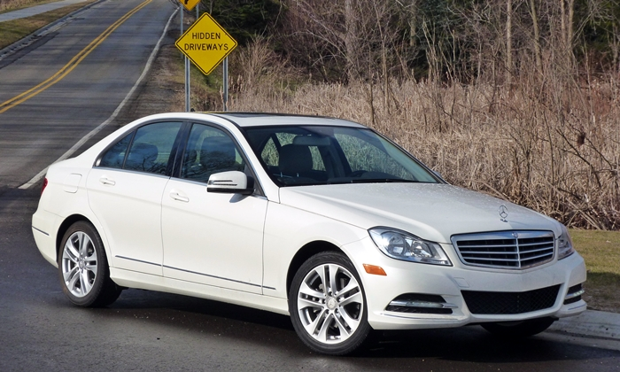 Mercedes-Benz C-Class Photos: Old C-Class front quarter view