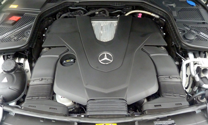 Mercedes-Benz C-Class Photos: Mercedes-Benz C400 engine
