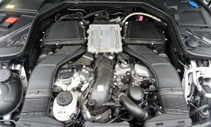 Mercedes-Benz C-Class Photos: Mercedes-Benz C400 engine uncovered