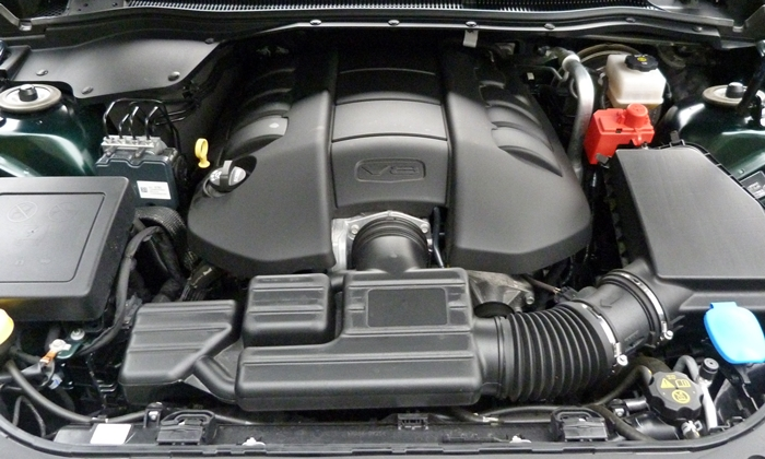 Chevrolet SS Photos: Chevrolet SS engine