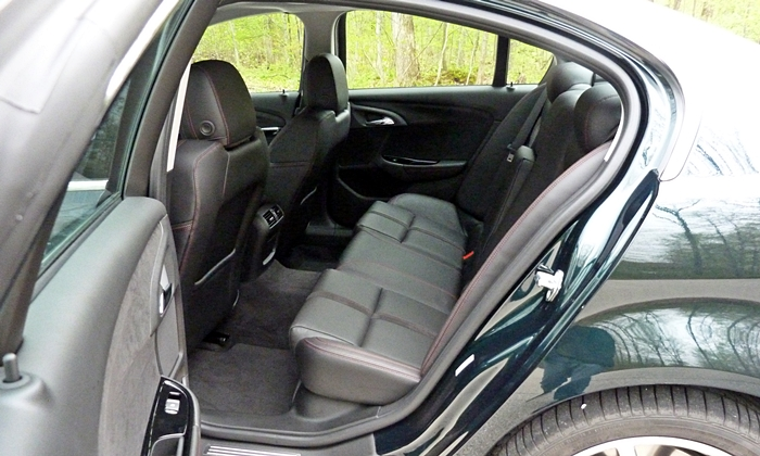 Chevrolet SS Photos: Chevrolet SS back seat