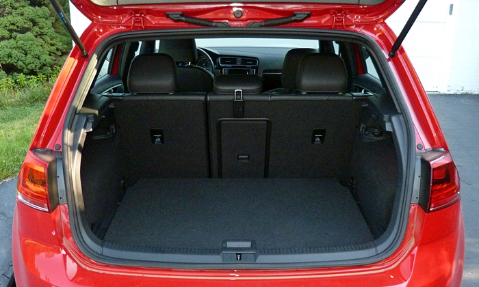 Volkswagen Golf / Rabbit / GTI Photos: Volkswagen Golf R cargo area