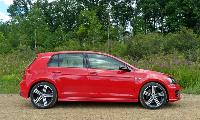 Volkswagen Golf / Rabbit / GTI Photos: Volkswagen Golf R side view