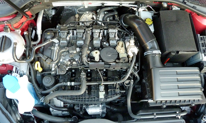Volkswagen Golf / Rabbit / GTI Photos: Volkswagen Golf R engine uncovered