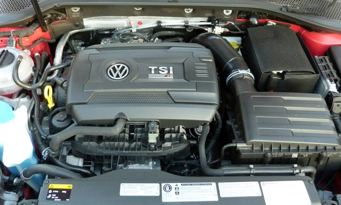 Volkswagen Golf / Rabbit / GTI Photos: Volkswagen Golf R engine