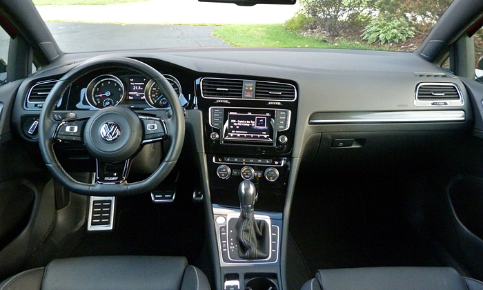 Volkswagen Golf / Rabbit / GTI Photos: Volkswagen Golf R instrument panel full width