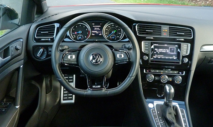 Volkswagen Golf / Rabbit / GTI Photos: Volkswagen Golf R instrument panel