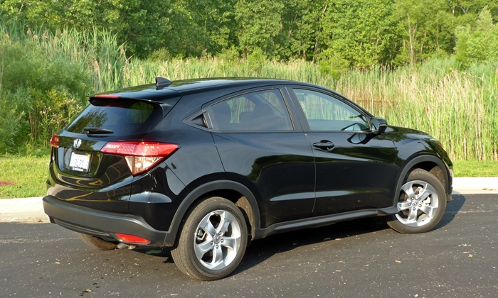 Mazda CX-3 Photos: Honda HR-V rear quarter view