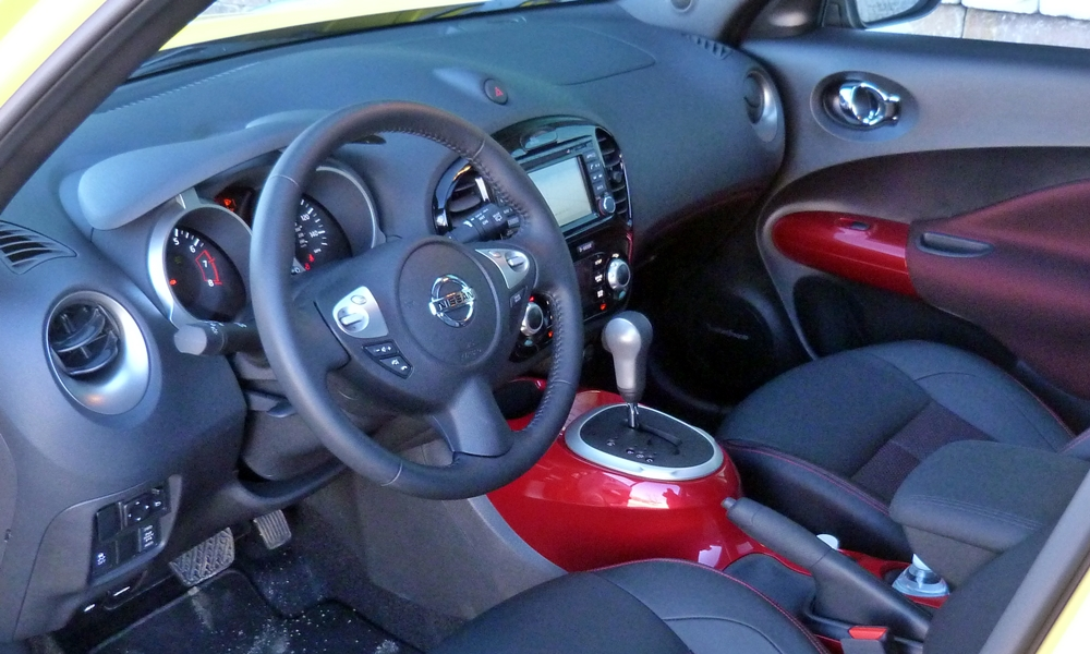 Mazda CX-3 Photos: Nissan JUKE interior