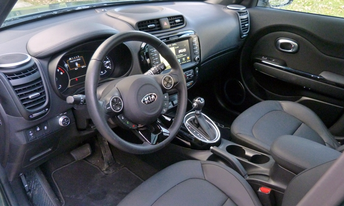 Kia Soul Photos: Regular Kia Soul interior