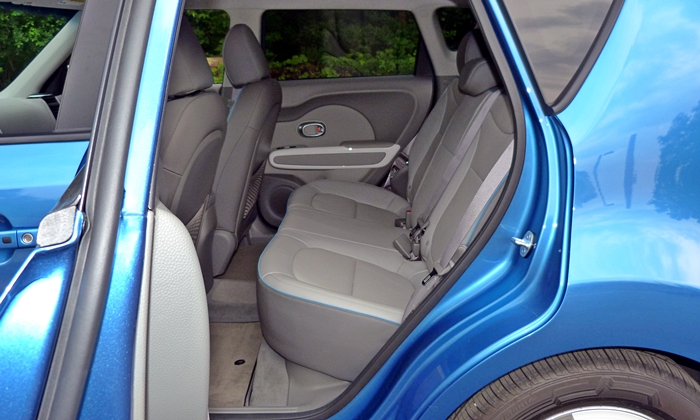Kia Soul Photos: Kia Soul EV back seat