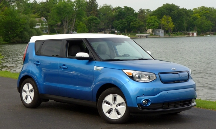 Soul Reviews: Kia Soul EV front quarter view