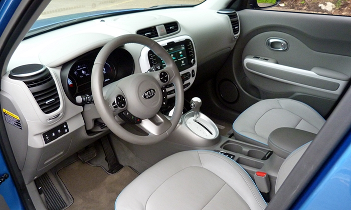 Soul Reviews: Kia Soul EV interior