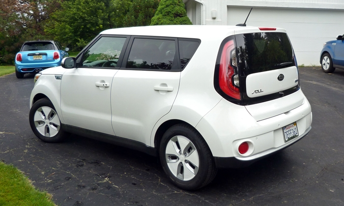 Kia Soul Photos: Kia Soul EV rear quarter view in white