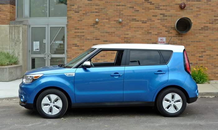 Kia Soul Photos: Kia Soul EV side view