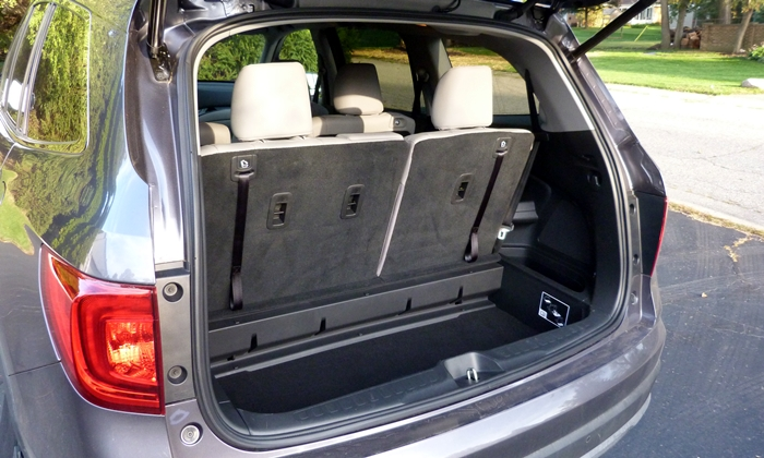 Pilot Reviews: Honda Pilot cargo area well