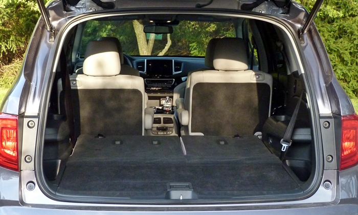 Honda Pilot Photos: Honda Pilot cargo ares third row folded