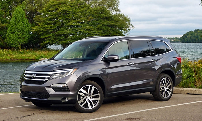 Pilot Reviews: Honda Pilot front quarter view
