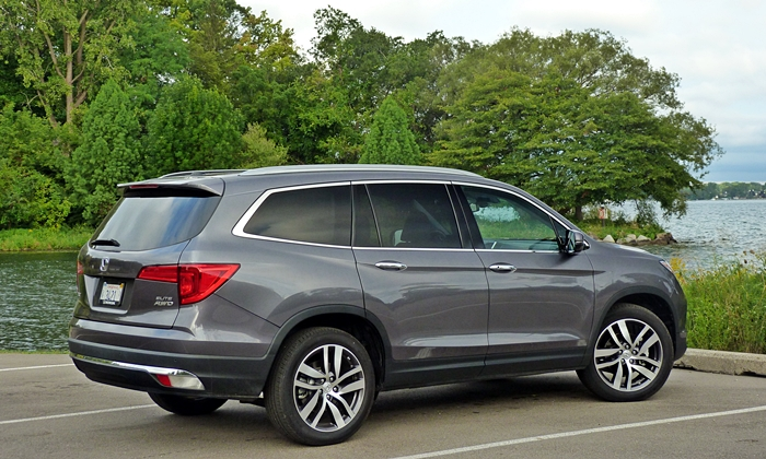 Pilot Reviews: Honda Pilot rear quarter view