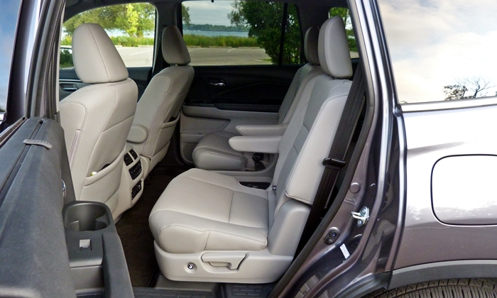 Pilot Reviews: Honda Pilot second-row seat
