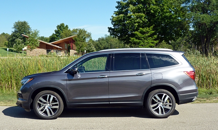 Honda Pilot Photos: Honda Pilot side view