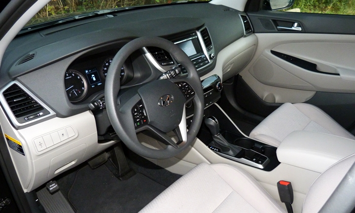 Tucson Reviews: Hyundai Tucson SE interior